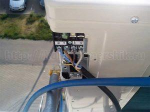 Подключаем провода к наружному блоку