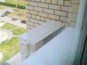 Наружный блок сплит-системы установлен под окно