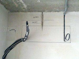 На какой высоте вешать кондиционер от потолка