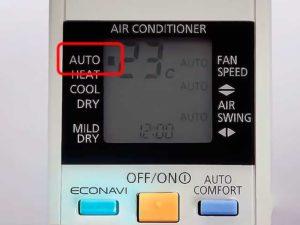 На пульте включен режим Auto