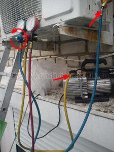 Подсоединенные манометры с насосом к кондиционеру