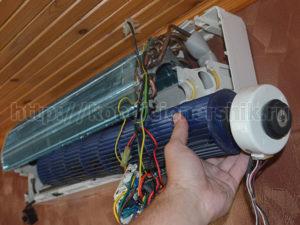 Вытаскиваем вентилятор