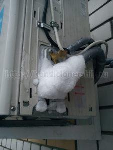 Лед на трубках кондиционера
