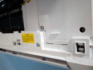 Скрытая кнопка по крышкой внутреннего блока