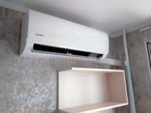 Сплит-система над кухонной мебелью